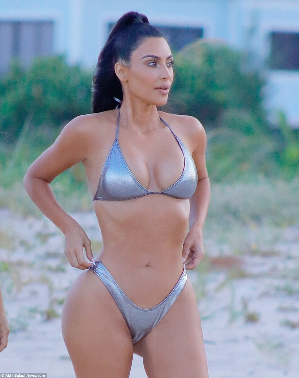Kim Kardashian sexy bikini pictures