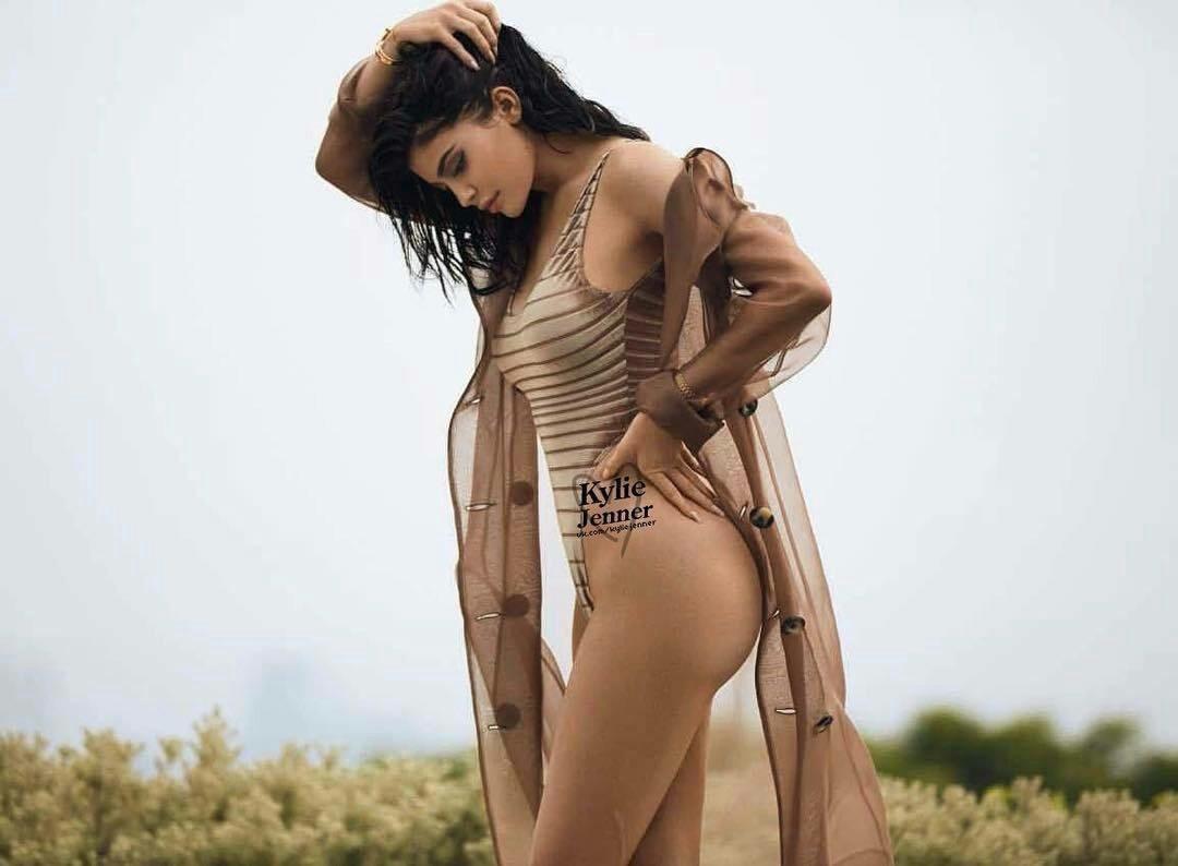 Kylie Jenner hot ics