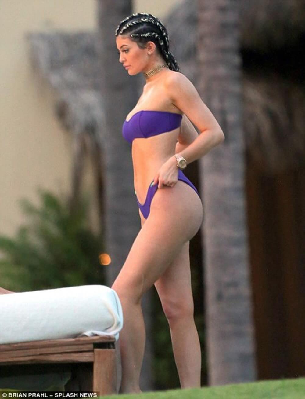 Kylie Jenner sexy bikini pics