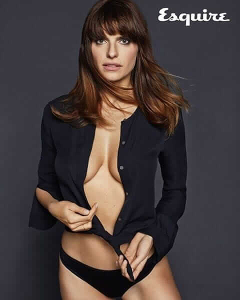 Lake Bell cleavage pic