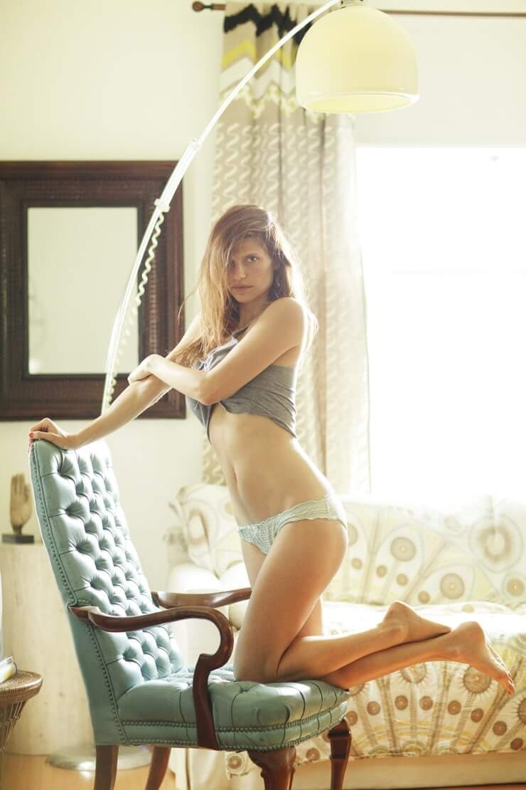 Lake Bell sexy pictures (2)