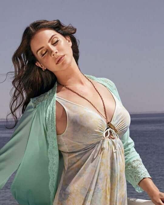 Lana Del Rey hot boobs