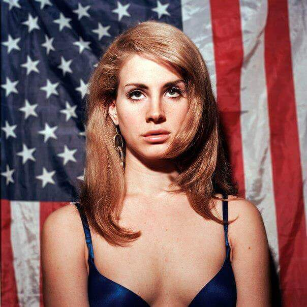 Lana Del Rey hot cleavage pi