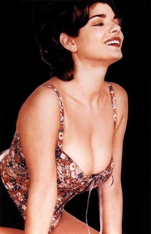 Laura-San-Giacomo-hot-cleavages