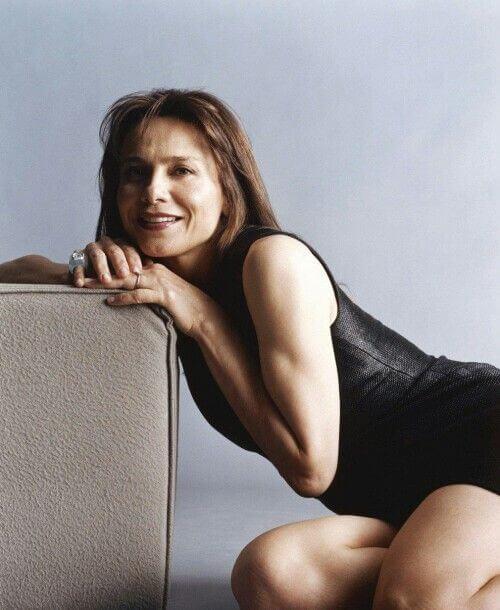 Lena Olin hot thighs (2)