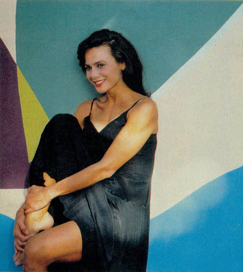 Lena Olin hot thighs