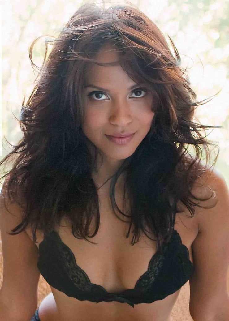 Lesley-Ann Brandt hot cleavage