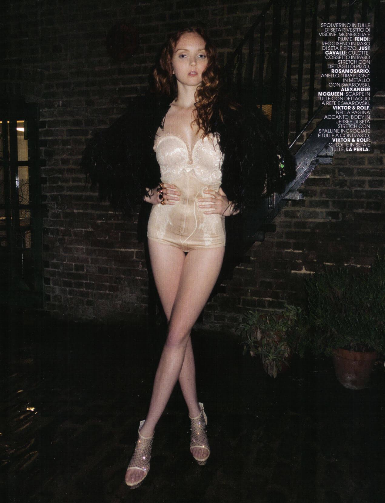 Lily-Cole-sexy-feet-photo