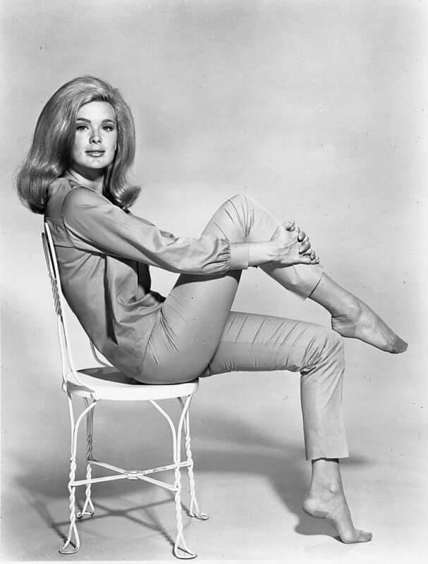 Linda Evans hot legs pic