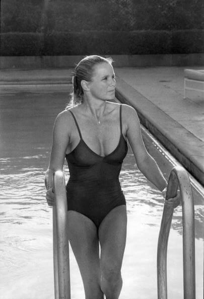Linda Evans sexy wet look pic