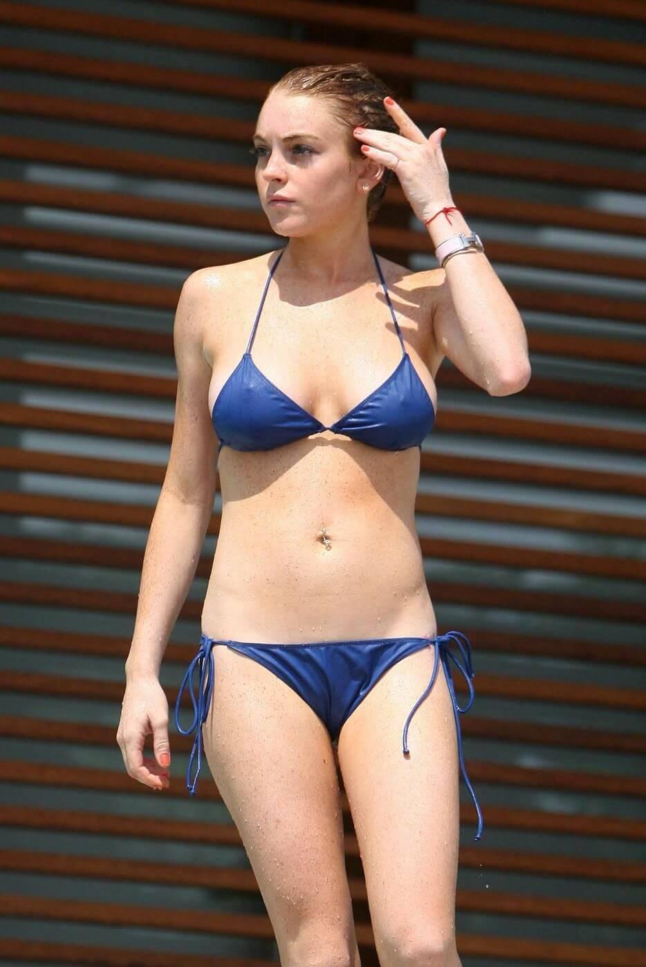 Lindsay Lohan sexy lingerie pics
