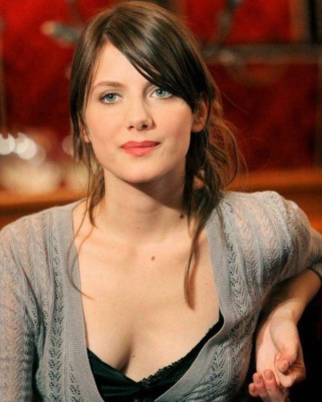 Mélanie Laurent cleavage