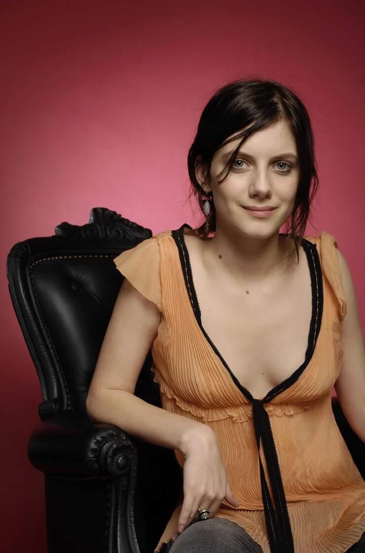 Mélanie Laurent hot cleavage