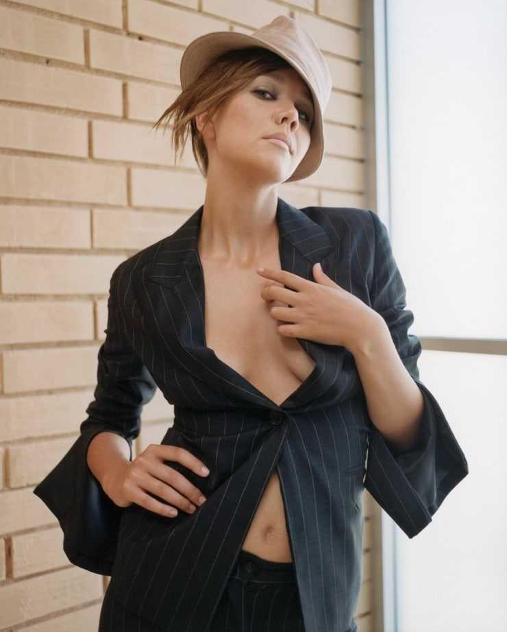 Maggie Gyllenhaal side boobs