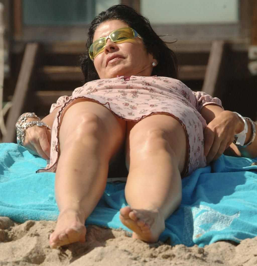 María Conchita Alonso sexy thighs