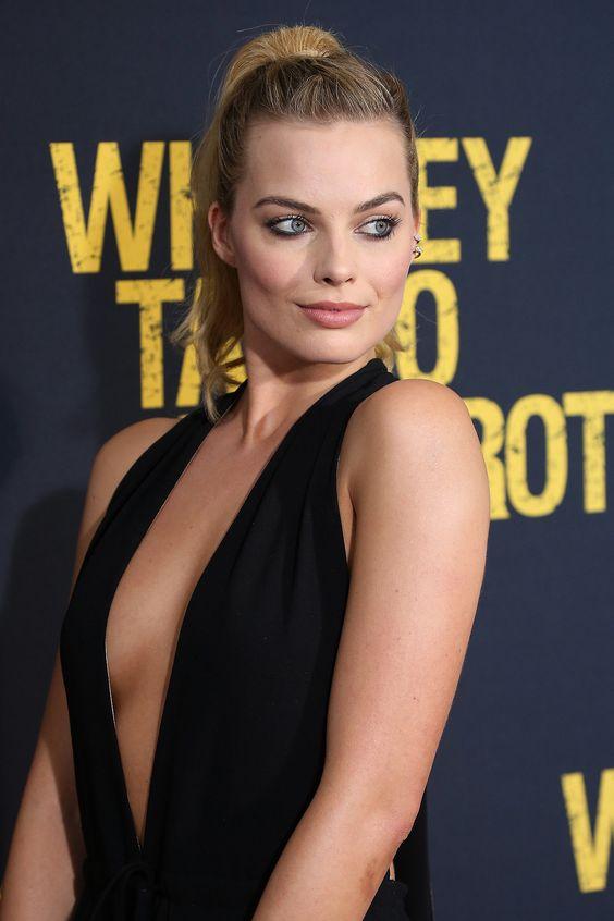 Margot Robbie hot cleavage
