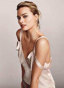 Margot Robbie sexy image