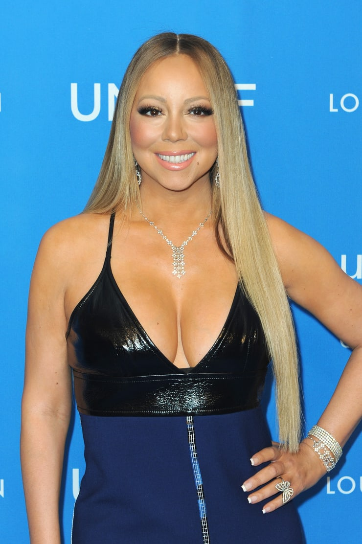 Mariah Carey hot cleavage pics