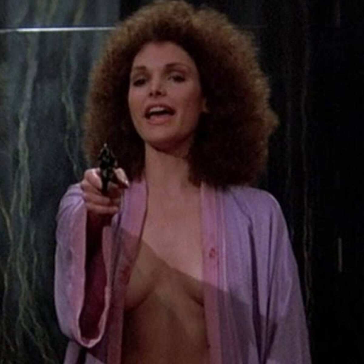 Mary Elizabeth Mastrantonio hot cleavage pic