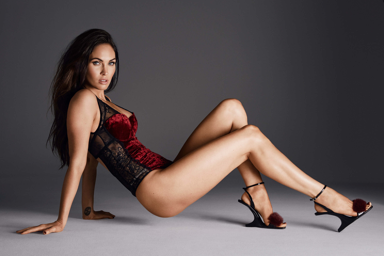 Megan Fox hot leg