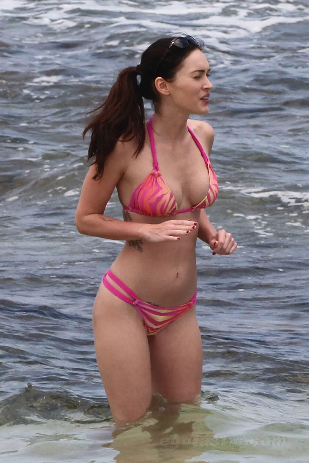 Megan Fox sexy boobs