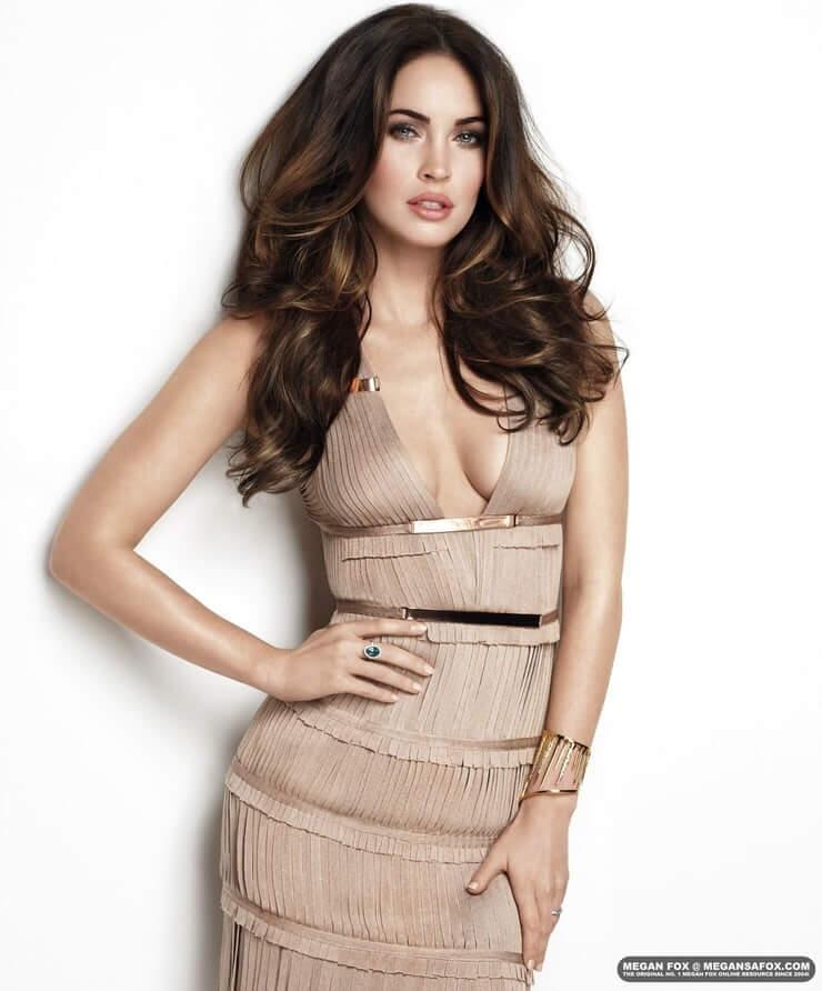 Megan Fox sexy boobs (3)