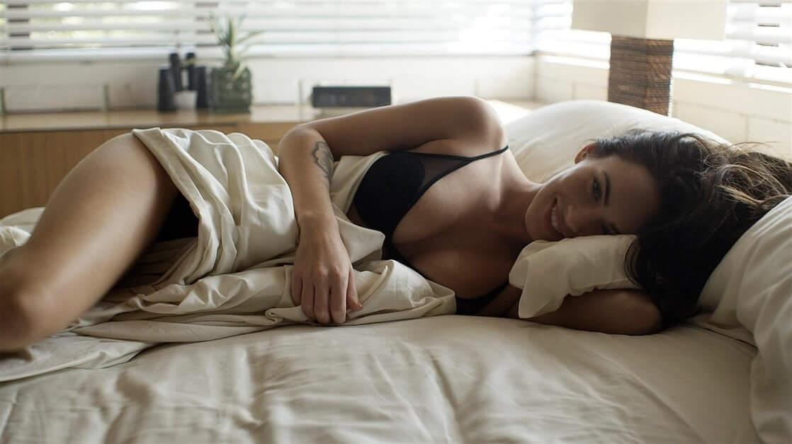 Megan Fox sexy cleavage pics