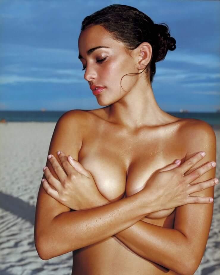 Natalie Martinez hot topless pic