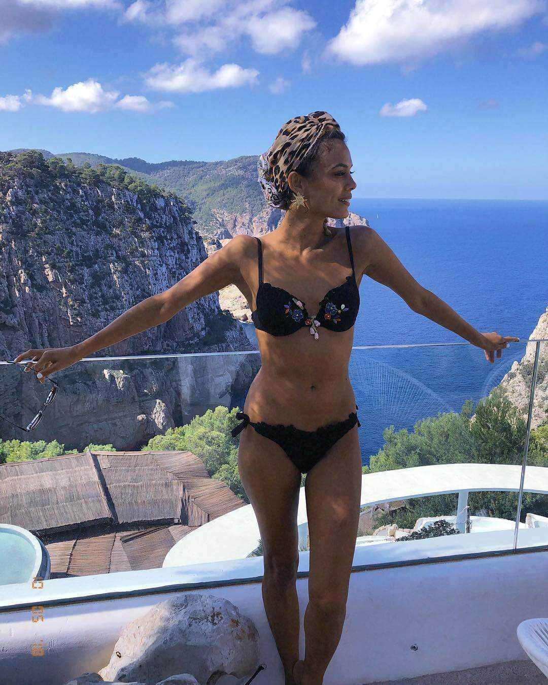 Nathalie-Kelley-black-bikini