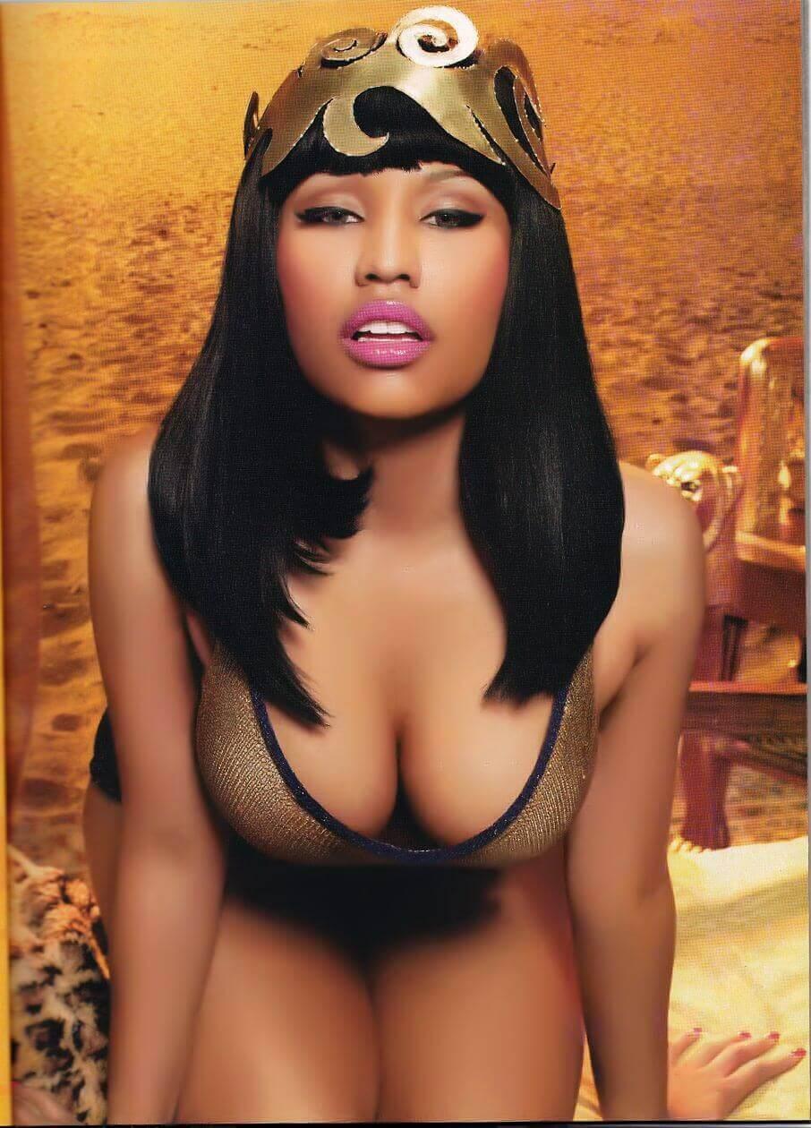 Nicki Minaj sexy busty pics (2)