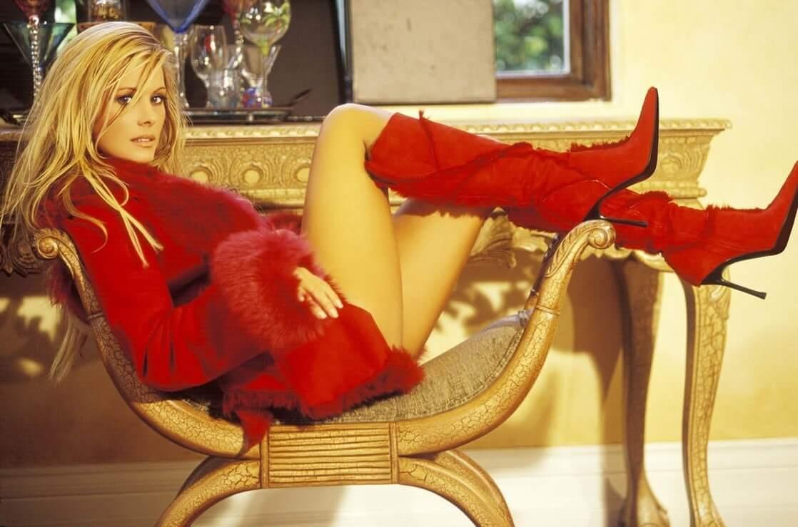 Nicole Eggert sexy legs (2)