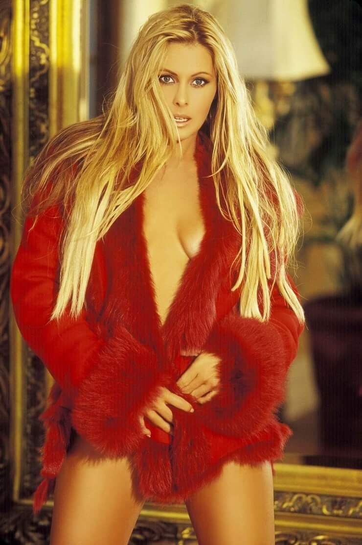 Nicole Eggert sexy photo