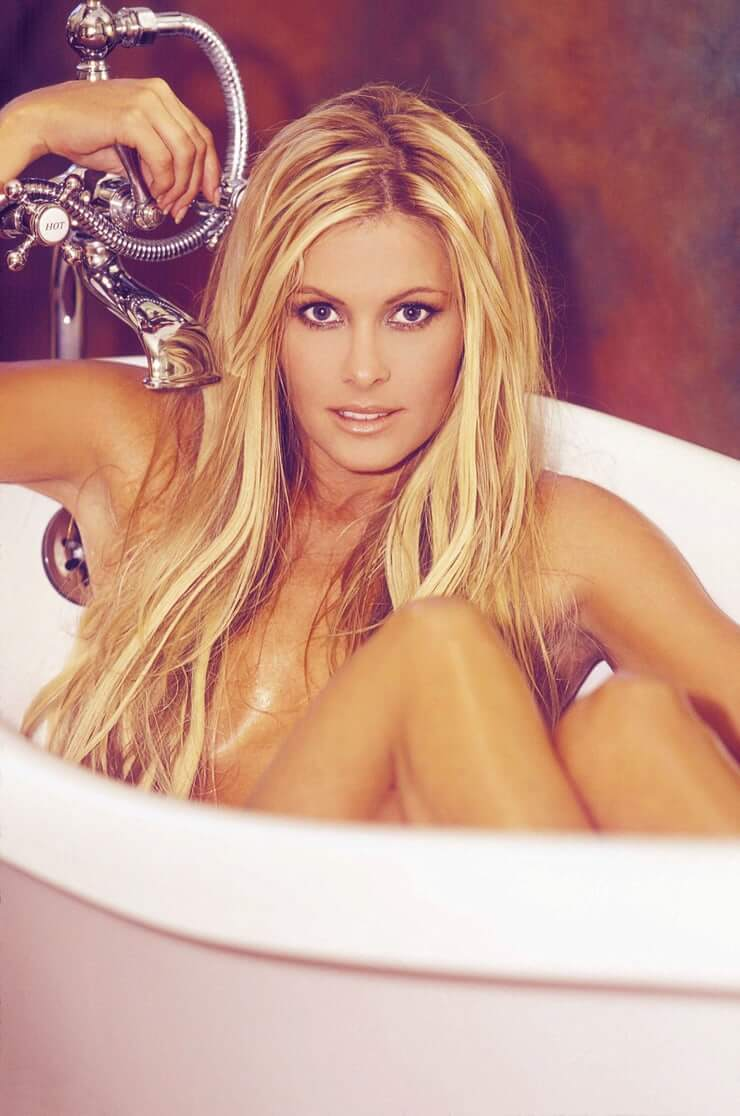 Nicole Eggert sexy