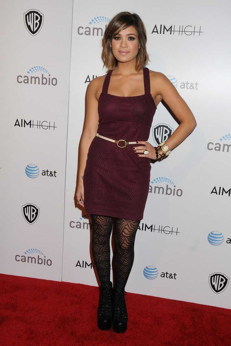 Nicole Gale Anderson sexy pictures
