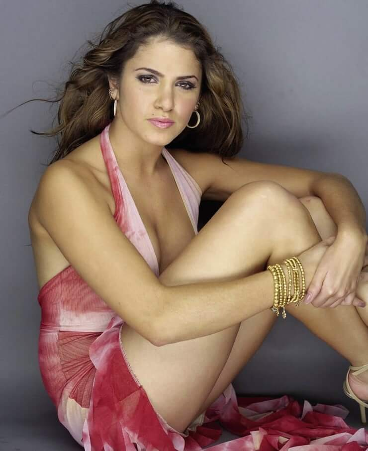 Nikki Reed sexy thighs