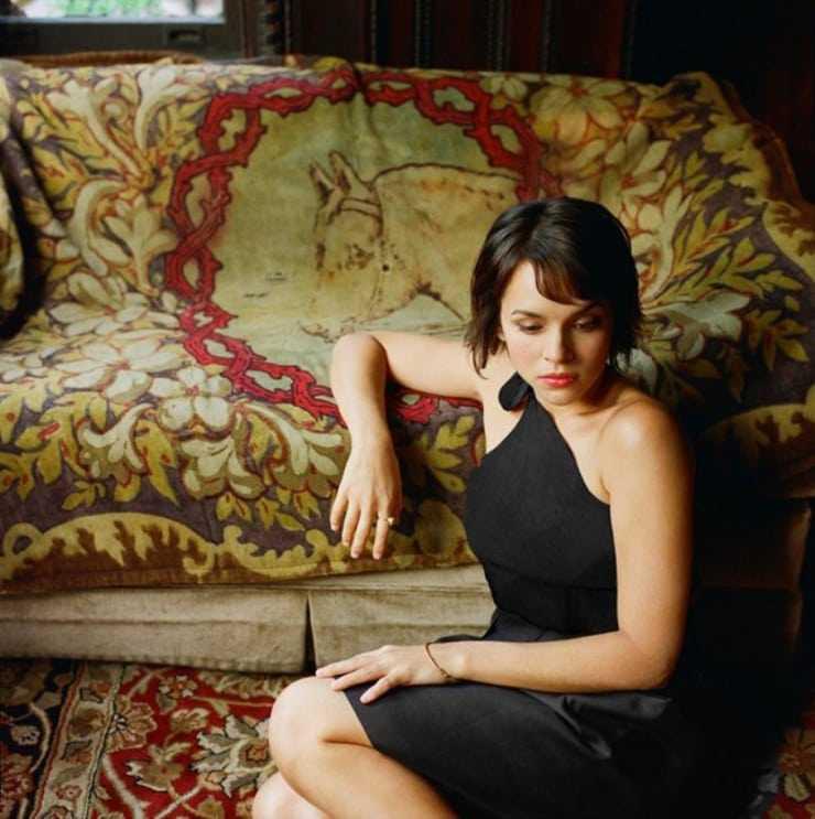 Norah Jones sexy photos