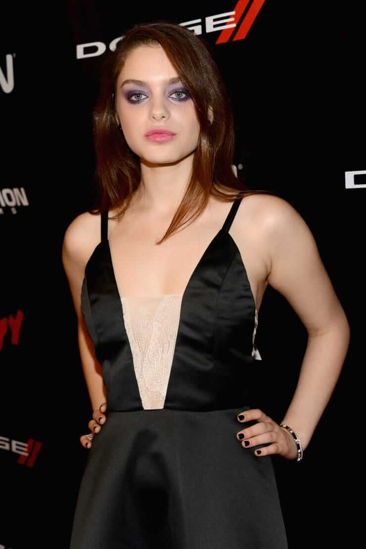 Odeya Rush hot cleavage pictures