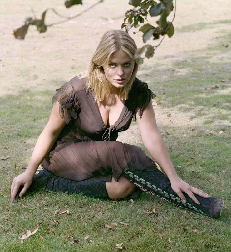Patsy Kensit wsexy cleavage pictures