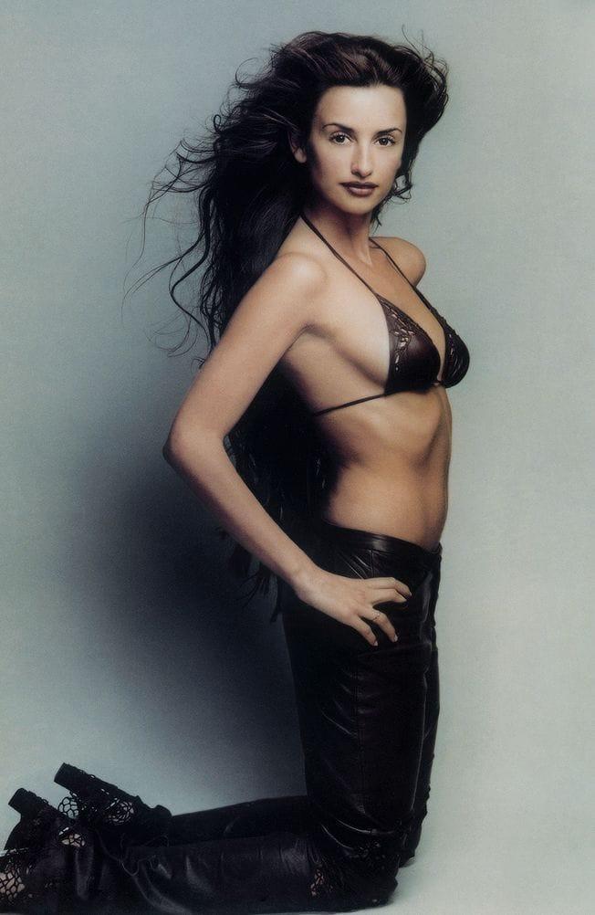 Penelope Cruz hot side pics