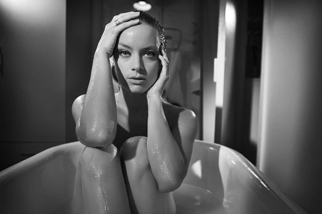 Rachel Skarsten sexy near-nude pic