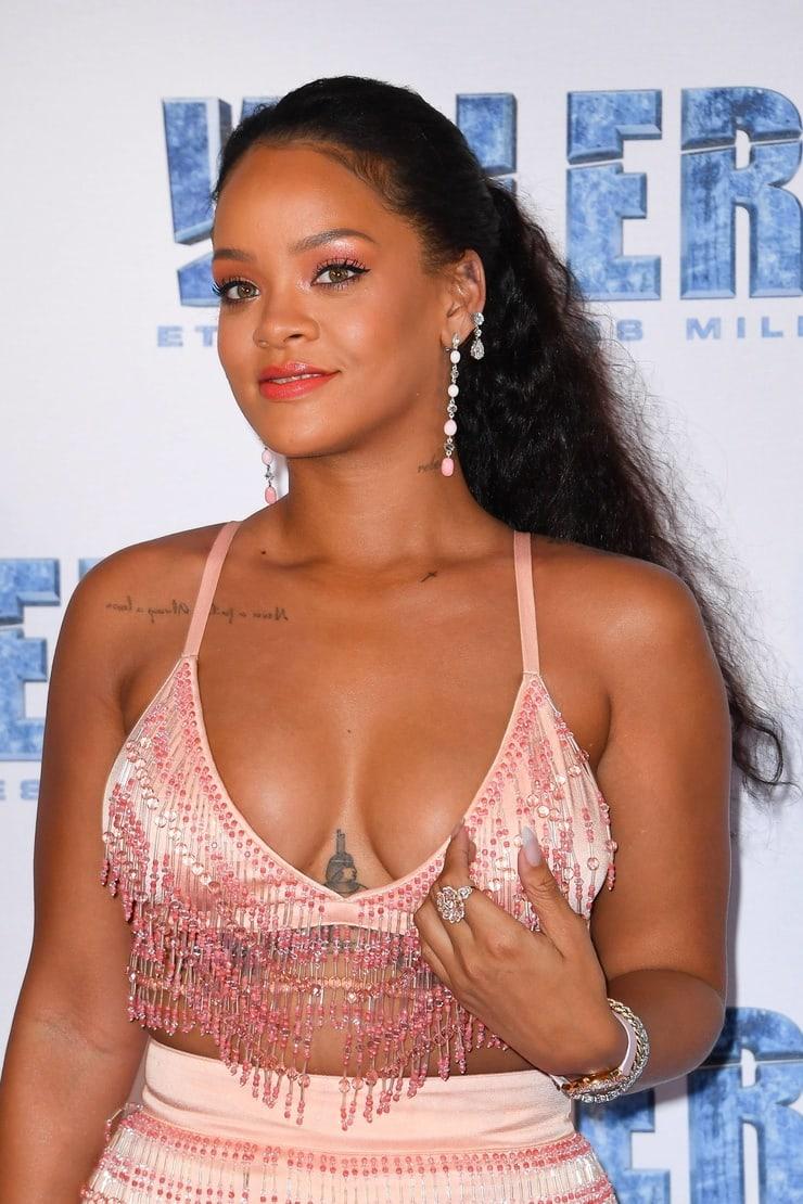Rihanna hot bobos pic
