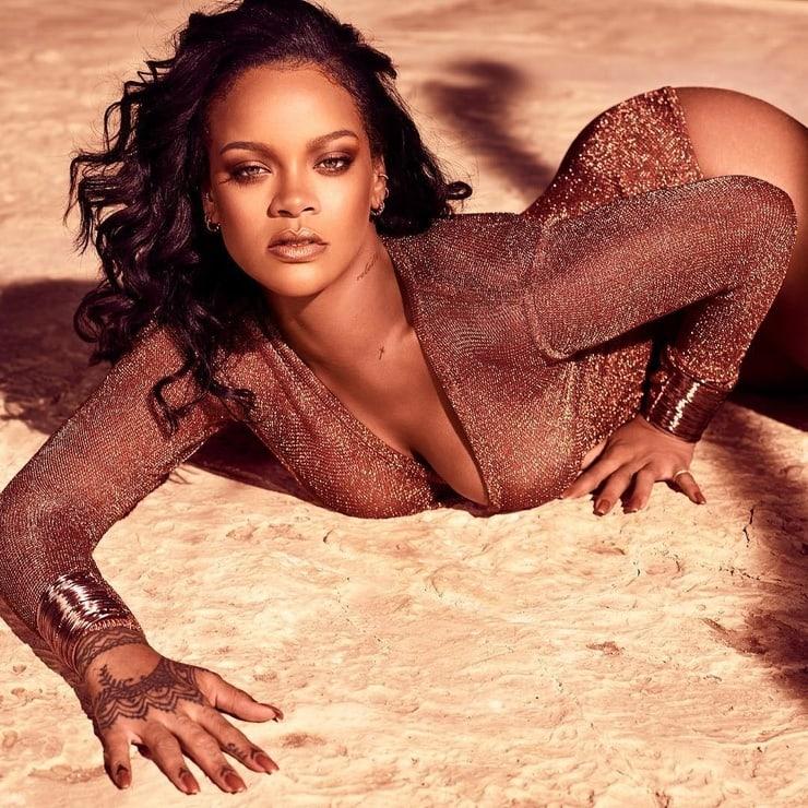 Rihanna hot cleavage