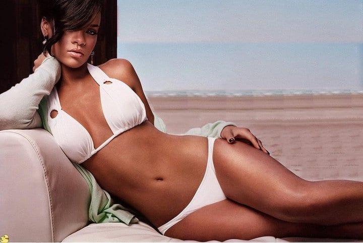 Rihanna sexy bikini pics