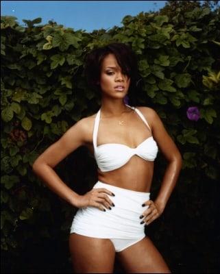 Rihanna sexy lingerie pics (2)