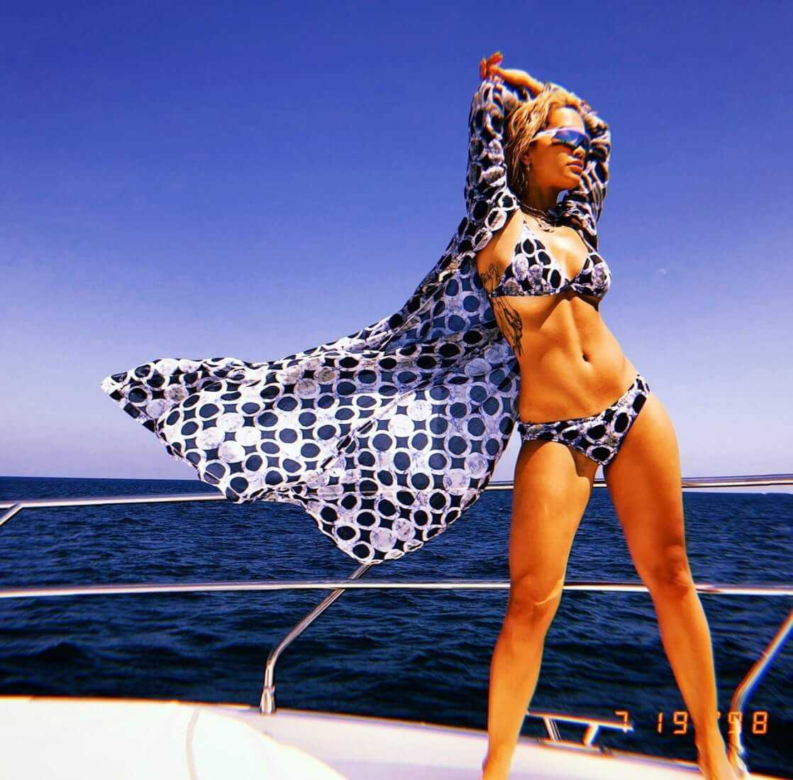 Rita-Ora-thighs-awesome
