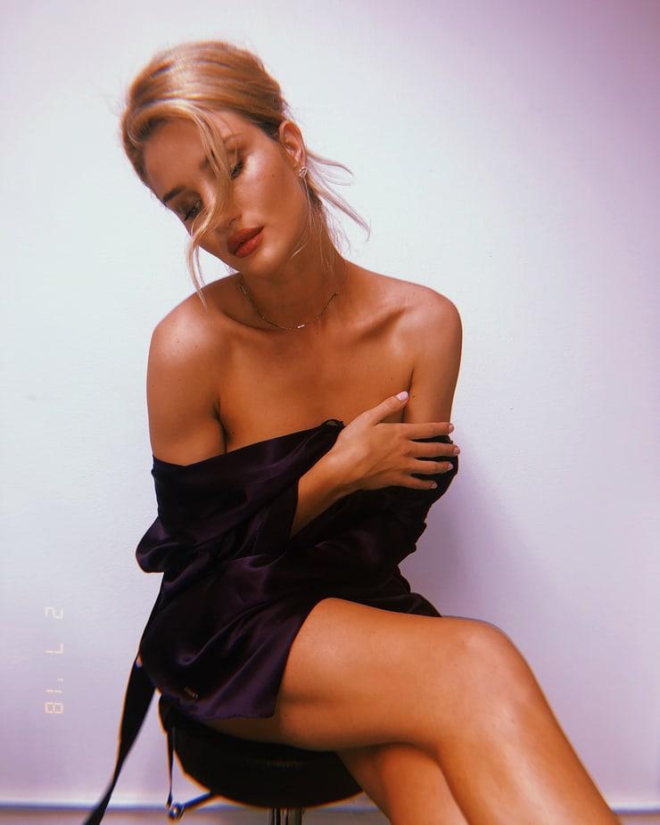 Rosie Huntington-whiteley (21)