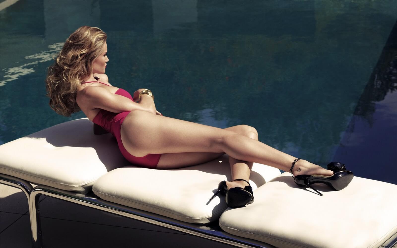 Rosie Huntington-whiteley hot legs