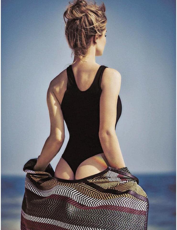 Rosie Huntington-whiteley sexy butt (3)