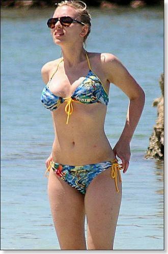 Scarlett Johansson hot bikini pics