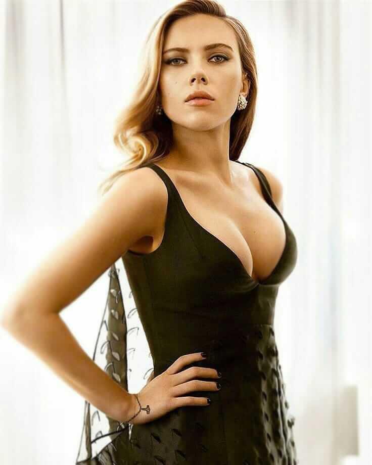 Scarlett Johansson sexy boobs (2)
